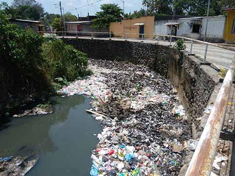 Convertido en Foco de Contaminación y Males Diarréicos el Río Texcuyuapan