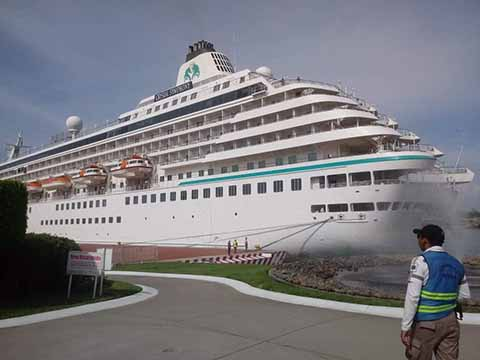 Arriba a Puerto Chiapas el Crucero Crystal Symphony