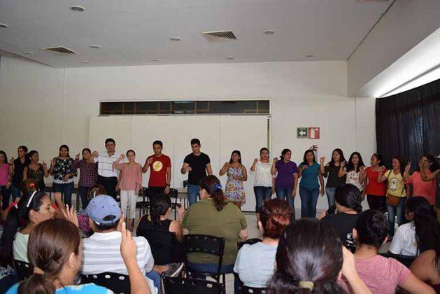 Los participantes demostrando lo aprendido.