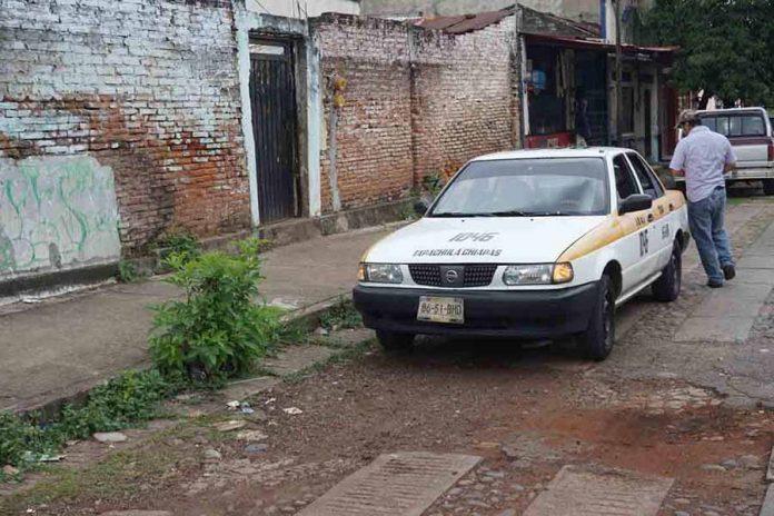 Taxista Golpea por Alcance a Motociclista