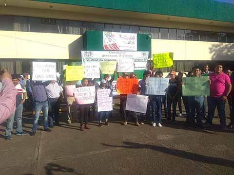 Universitarios Llevan Protesta a la Unidad Administrativa