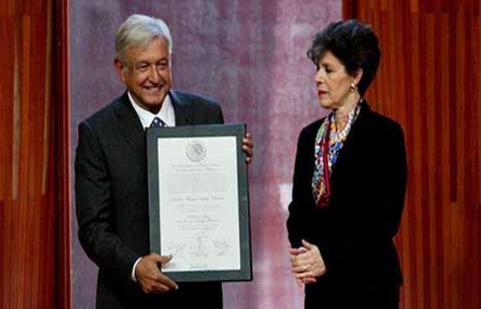 Con base en la suma efectuada, en favor de Andrés Manuel López Obrador se emitieron 30 millones 100 mil 327 sufragios, es decir el 53.20 por ciento total, por lo que se determina que es el candidato ganador de las elecciones