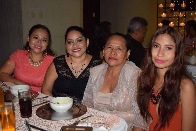 Jacquelin Salvador, Guadalupe, Concepción Flores, Paula Vázquez.