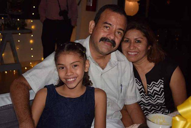 Jorge, Rocío, Sharon Moreno.
