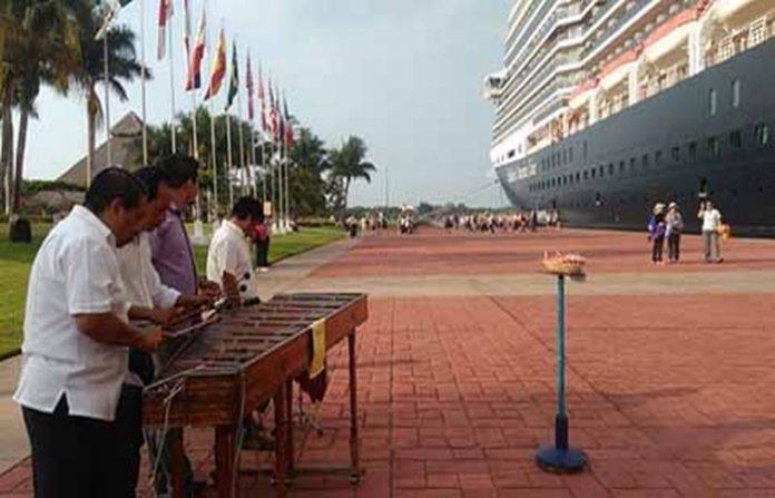 Empresarios del Soconusco expresan su preocupación por la baja presencia de cruceros turísticos, dado la falta de promoción de la autoridad federal, además del abandono en que mantienen la zona naviera.