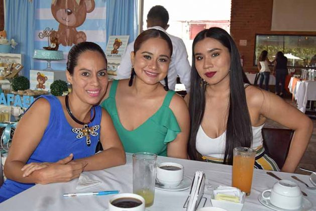 Tania Ayala, Claudia Hernández, Mónica Hernández.