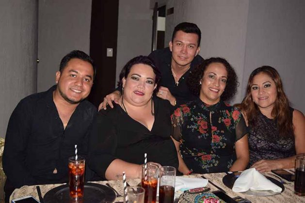 Vladimir Zavaleta, Guillermo Pinto, Norma D´Elia, Karina Ochoa, Gaby Velo.