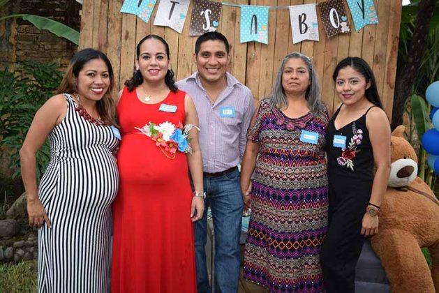 Karla Mendoza, Denise, Carlos, María Mendoza, Rachel Robledo.