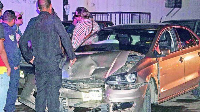 Tres Carros Dañados en Colisión