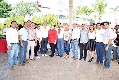 Equipo docente y administrativo del CONALEP Tapachula.