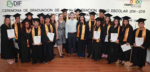 Egresa 14° Generación de Escuela de Terapia Física del DIF Chiapas