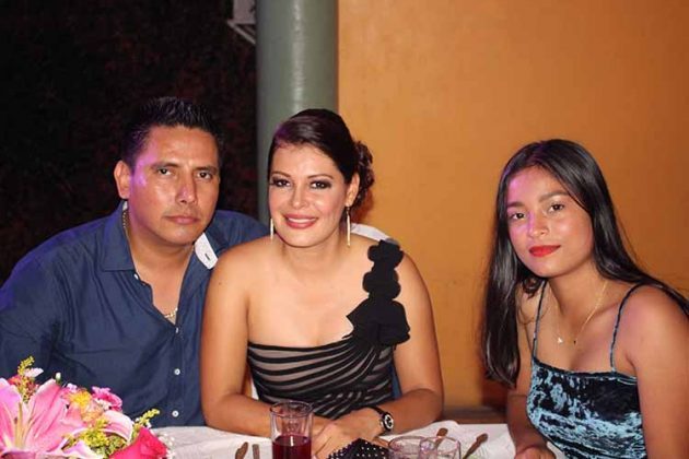 Omar Sumuano, Wendy, Jazmín Zamora.