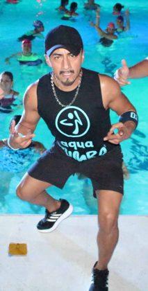 ZES. Braulio Cruz, impartió esta magistral clase de aqua zumba.