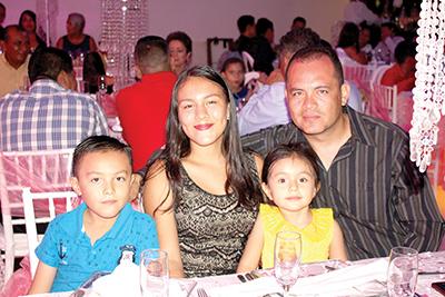 Eric Ramírez, Azenette Fong, Vania Díaz, Eric Díaz.