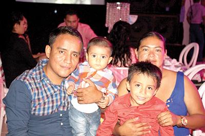 Darinel Morales, Iker, Darinel Morales, Vanessa Díaz.
