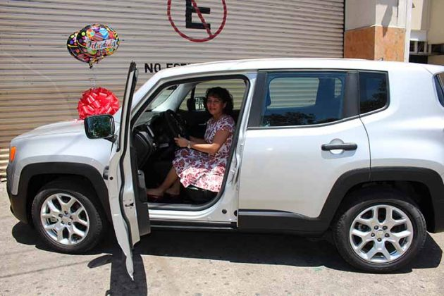 Ana Toledo con su Jeep Renegado 2018.