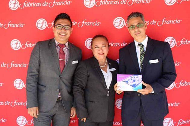 Andrés García, Mónica Cigarroa, Juan Constantino, Equipo de Seguros d Fabricas de Francia.