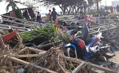 Reportan 384 Muertos y Miles de Desaparecidos en Indonesia