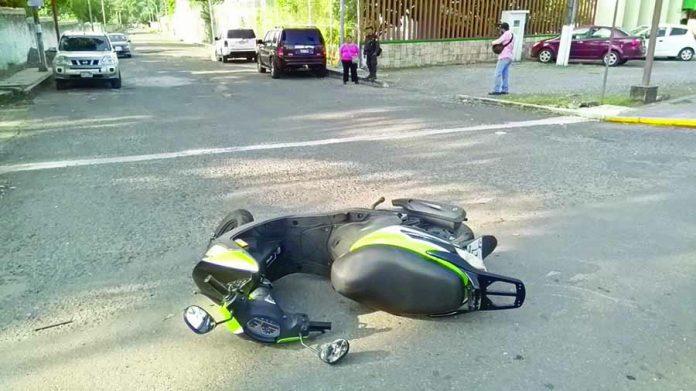 Joven Motociclista Resultó Lesionada en Choque