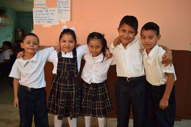 Francisco Sánchez, Génesis Ventura, Paola Cueto, Sergio Cruz, Alán García.