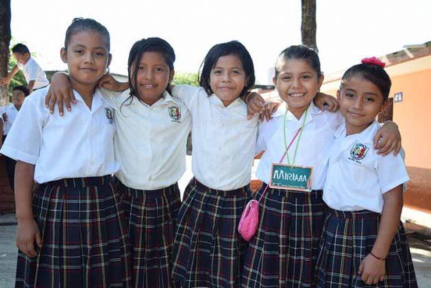 Rosa Díaz, Brenda Barrios, Vanessa Gómez, Valeria Salas, Argelia García.