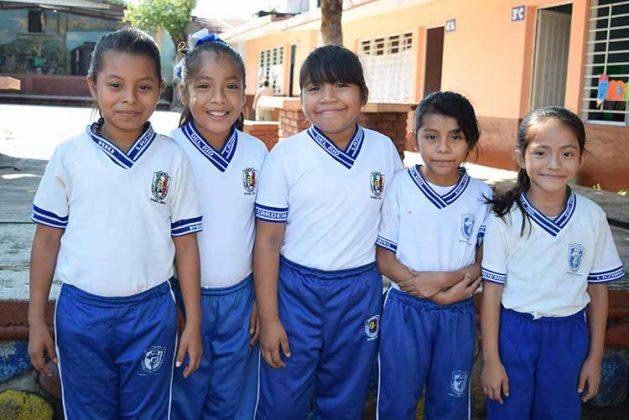 Nahomi García, Kimberli Pérez, Julissa Velázquez, Sara Velázquez, MariCruz González.