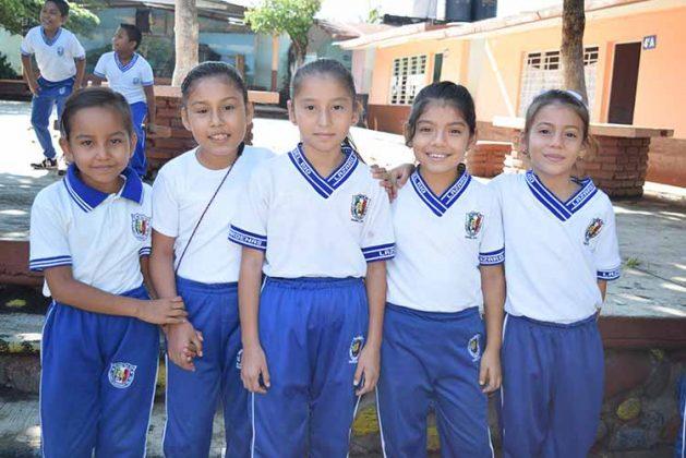 María Arreola, Estrella García, Karla López, Deysi Hernández, Heysel López.