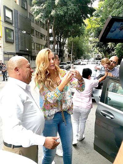 Marjorie de Sousa culpa a Julián Gil de jugar con su hijo
