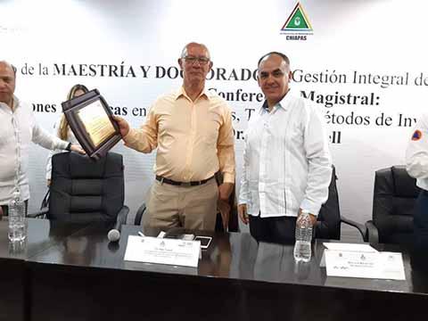 Imparten Conferencia en Materia de Riesgos y Desastres
