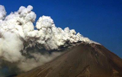 Cae Ceniza en CDMX Tras Explosiones en el Popocatépetl