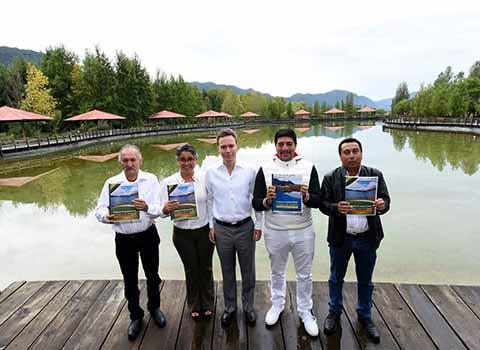 El Gobernador Velasco estregó decretos de los Programas de Ordenamiento Ecológico en la región Altos y Norte, con lo que se conservarán más de 14 mil hectáreas de ecosistemas en SCLC y más de tres mil en Amatán, Ixtapangajoya, Solosuchiapa e Ixtacomitán.