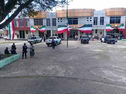 En Paro Trabajadores del Ayuntamiento de Cacahoatán, Exigen Pago de Prestaciones