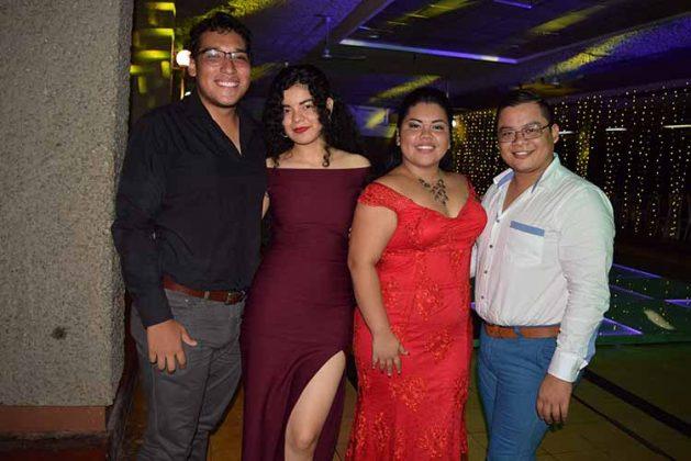 Carlos Salinas, Tania Natarén, Karen Becerra, Alejandro Tovar.