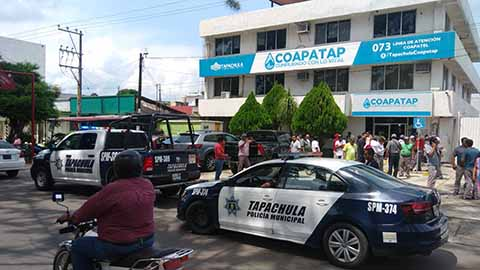 Protestan Trabajadores del Coapatap por Descuento Injustificado