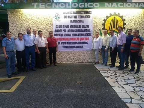 Docentes y Administrativos del ITT Realizan Protesta de Brazos Caídos