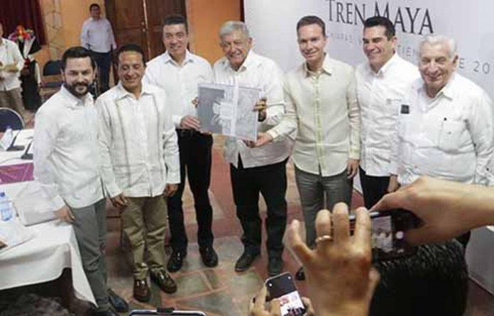 Andrés Manuel López Obrador, Presidente Electo de México, se reunió con los Gobernadores y Gobernadores Electos de Tabasco, Chiapas, Yucatán, Campeche y Quintana Roo, para evaluar el megaproyecto que busca detonar la economía y el Turismo en el Sur Sureste del País, el cual se espera esté listo para el año 2022.