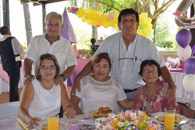 Salvador González, José Ruiz, Eva Coutiño, Hida Cruz, Lupita Solar.