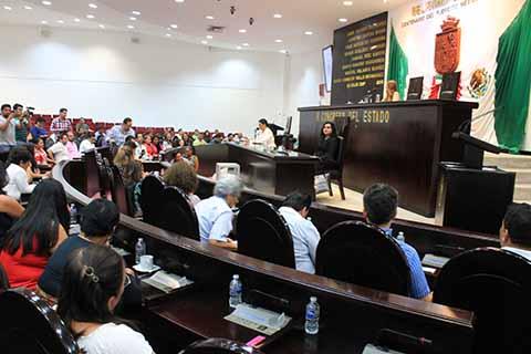 Con el voto unánime de 37 diputados, en asamblea extraordinaria el pleno del Congreso del Estado realizó la elección de Manuel Velasco Coello como gobernador sustituto del estado de Chiapas, cargo que ocupará hasta el 8 de diciembre de 2018.