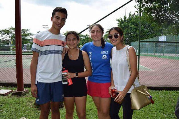 Adolfo Arrazate, Camila Cortés, María Bracamontes, Renata Castro.