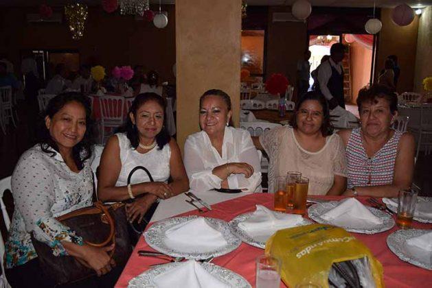 Teresita Alonso, Lupita Jiménez, Oralia Natarén, Norma Hernández, Tere Puon.