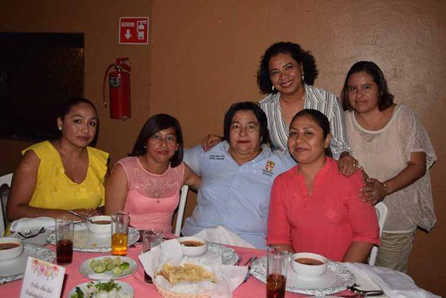 Dulce Aguilar, Teresa Victoria, Roselia Espinoza, Margarita Vicente, Guadalupe Jiménez, Margarita Ley.