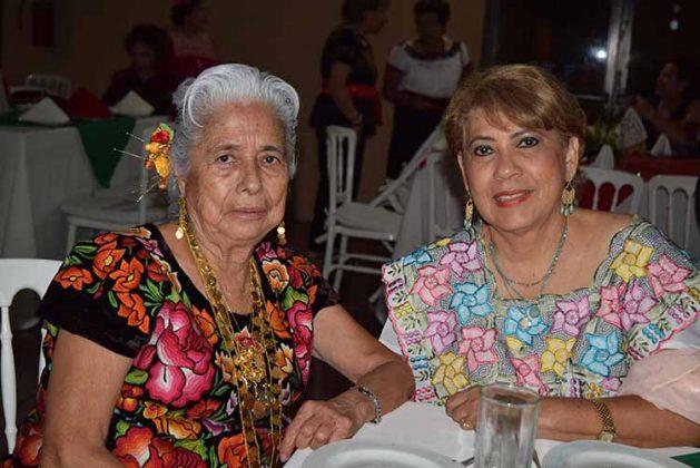 Silvia de Zapata, Calmita López.