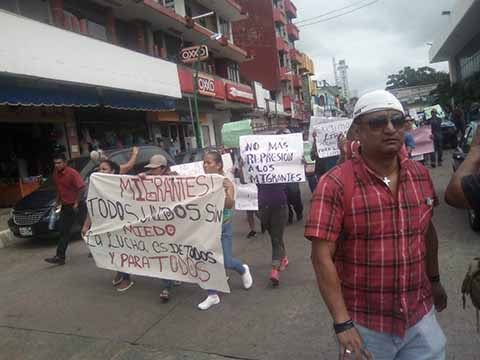 Marchan Migrantes en Tapachula Exigiendo Refugio