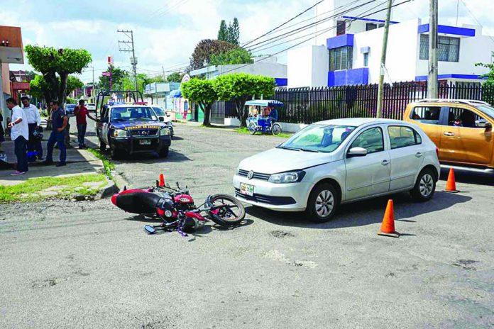 Joven Motociclista Resultó Lesionada al ser Arrollada