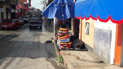 Comercio Informal Invade las Banquetas de Huixtla