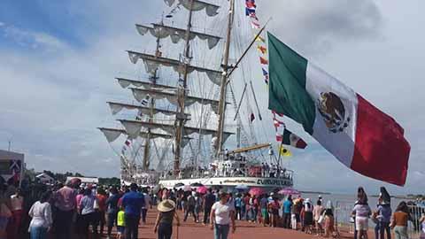 El Buque Escuela Velero Cuauhtémoc, que arribó ayer a Tapachula procedente de Panamá con 246 tripulantes, permanecerá abierto al público este lunes, sin costo alguno, en la Terminal de Cruceros de Puerto Chiapas.