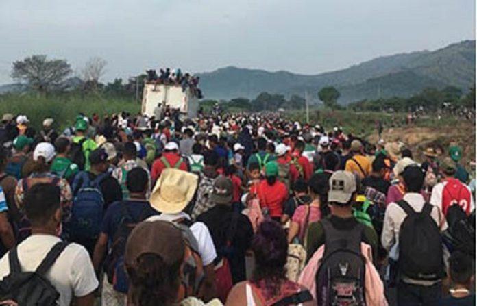 Por la madrugada de ayer sábado, miles de migrantes fueron interceptados por la Policía Federal en la frontera de Chiapas y Oaxaca, pero luego de sostener un dialogo con las autoridades migratorias, lograron que les dejaran pasar hacia ese Estado, en busca de seguir su paso hacia el norte del país.