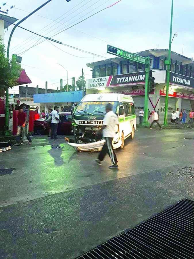 Cinco Heridos en Choque de Colectiva y Particular