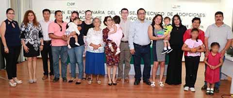 Más Familias se Complementan Mediante Adopciones Promovidas por DIF Chiapas