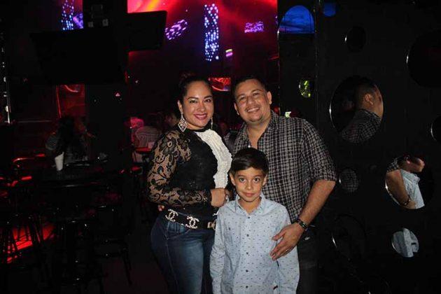 María Luisa, Carlos, Carlos Hidalgo.